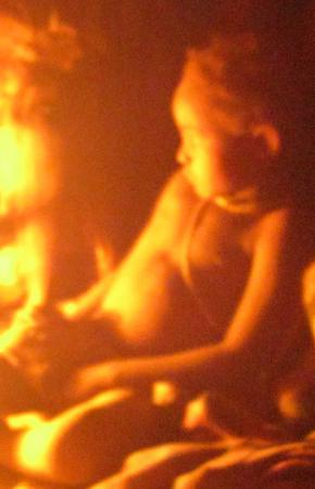 Retratos noturnos de Madukilaxi e da filha Kabuka, durante o serão, 2012
