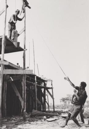 A construção da igreja do Luso.