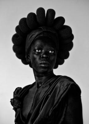 Ntozakhe II Parktown 2016 from the series Somnyama Ngonyama.