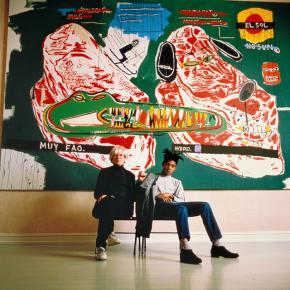 Tseng Kwong Chi. Warhol e Basquiat sentados, 1987, 1987. Eric Firestone Gallery