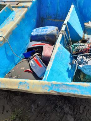 Os objetos no interior do barco encontrado sugerem que havia mais de 15 pessoas no início da viagem (TEMA)