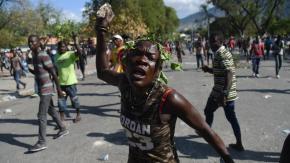 Manifestações violentas têm exigido, nos últimos meses, democracia e progresso no Haiti (AFP)
