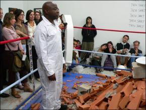 Barthélèmy Toguo, The shame, 2006, Performance avec Marie Denis (FRAC, Marseille)