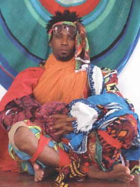 Mwamby Wassaky vestido por si