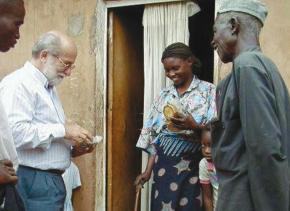 2000, Kikolo, Luanda. Com uma farmacêutica tradicional, trabalho de campo.
