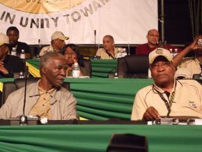 Mbeki et Zuma en 'Behind the rainbow'