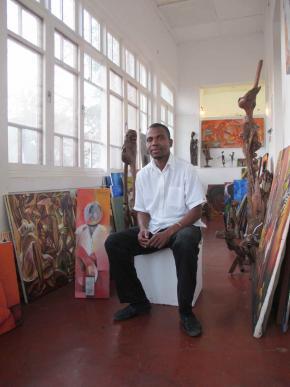 Artur Nhongwone, artista plástico no interior do Núcleo de Arte