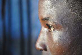 O estigma e a discriminação é o maior dos inúmeros desafios enfrentados pelas crianças órfãs de SIDA.