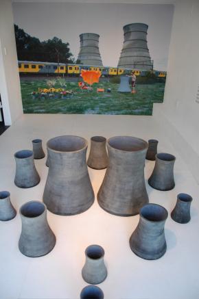 Kiluanji Kia Henda, 2008. Nuclear Barbecue (da série Nuclear Garden of Mr.Young), Cape Town, digital chromogenic print on matt paper, 120cmx188cm.