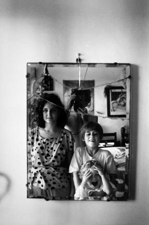 Maputo, 1990, auto-retrato com três filhos