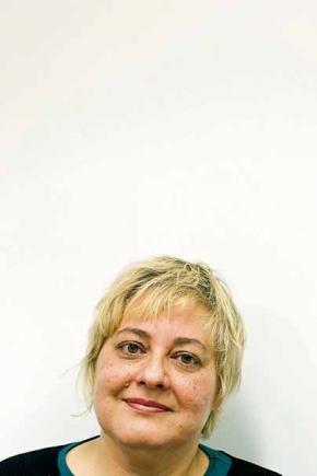 Isabela Figueiredo, 46 anos 'Caderno de Memórias Coloniais' - visão autobiográfica da autora sobre a sociedade moçambicana, racista, violenta, profundamente injusta, condensada na figura do seu pai. Shamila Mussa