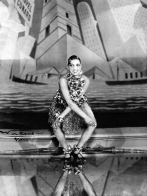 Josephine Baker, Tanzt Charleston