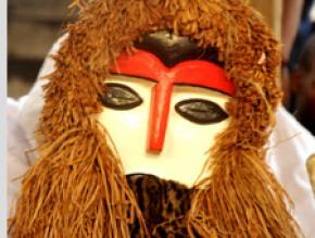 Máscara da dança ndowe de Mekuio. Fotografia de Isabela Aranzadi