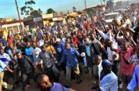 """Uganda: a luta da """"ida a pé para o trabalho"""" e as lições do Soweto e da Praça Tahrir"""