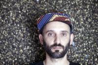 """Entrevista a Pedro Coquenão: """"Há quem diga que é normal em tempos de guerra as pessoas agrupam-se e defendem-se umas às outras"""""""