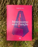 """Resenha literária do livro """"Metrónomo sem Função"""""""
