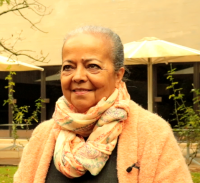 """""""Só consigo escrever quando me relaciono com uma alma angolana"""", entrevista a Ana Paula Tavares"""