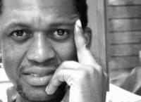 """""""Interessa-me colocar questões sobre a sociedade angolana"""", entrevista a António Tomás"""