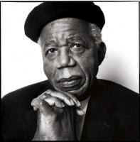Chinua Achebe, a voz incómoda da não vitimização africana